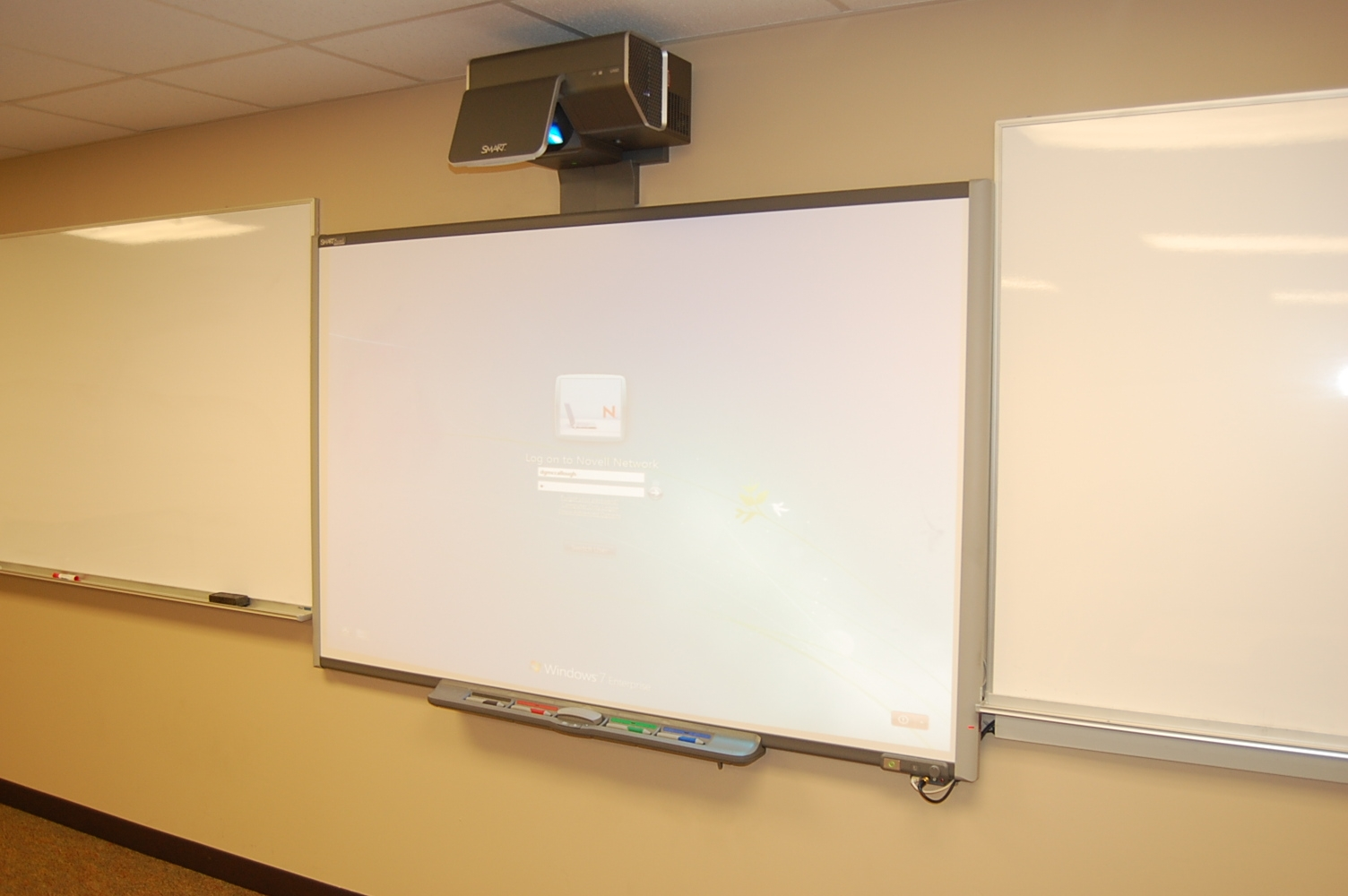 classroom with smartboard clipart - HD1504×1000